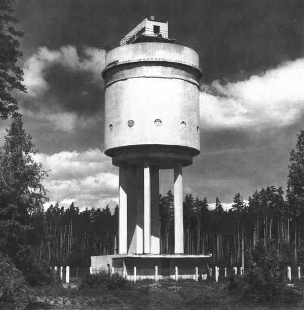 Водонапорная башня в соцгородке Уралмаша. 1930. Архитектор М.В.Рейшер. Фотография 1968 года