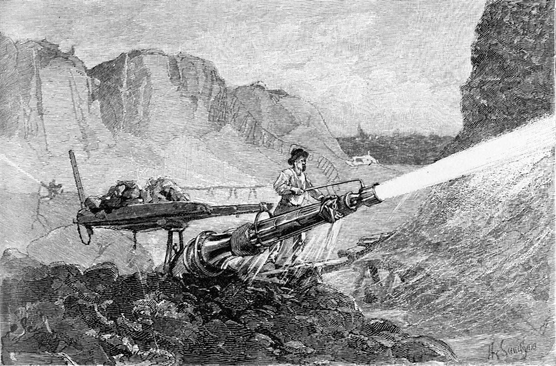 Гидромониторы впервые опробовали на Урале, позднее их использовали калифорнийские старатели