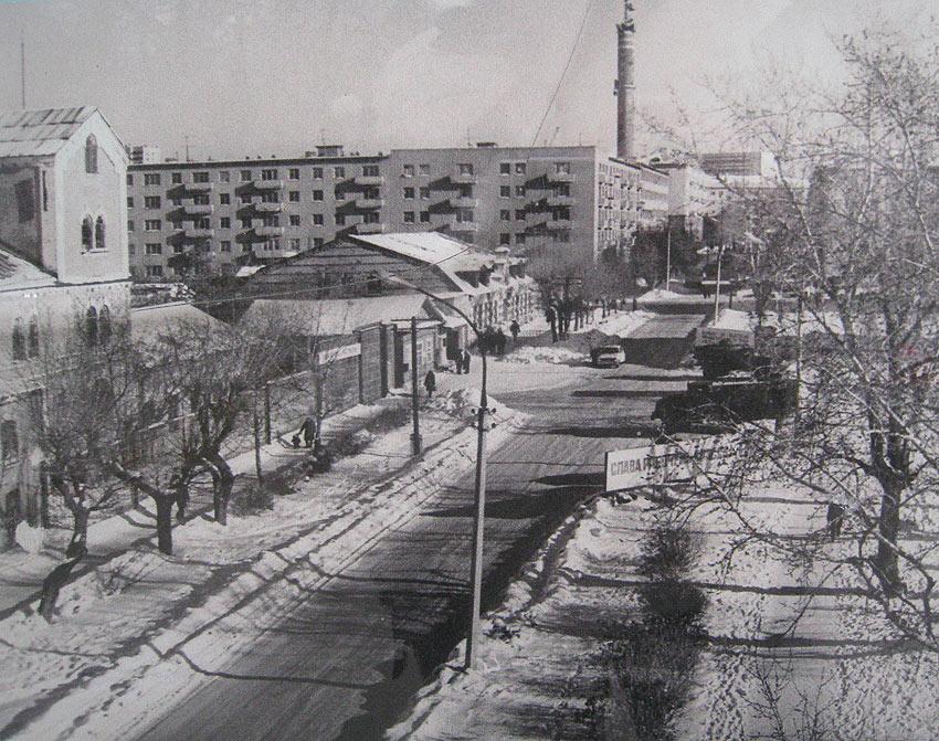 Панорама улицы Шарташской. Слева Подшипниковый завод