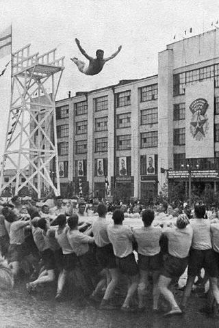 Парад физкультурников на площади 1905 года