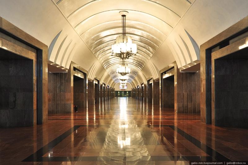 """Метрополитен Екатеринбурга. Станция """"Площадь 1905 года"""""""