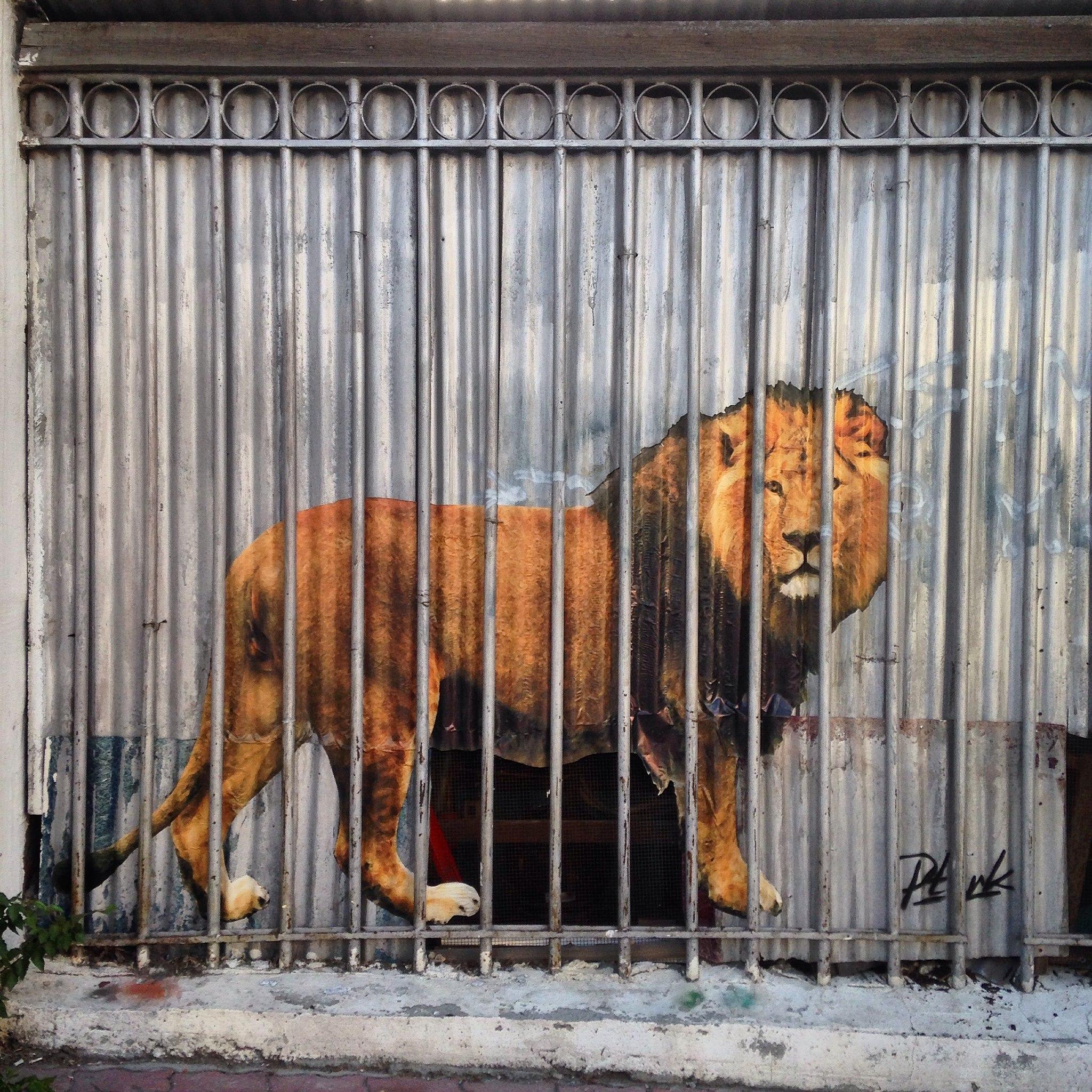 Лев на улице Малышева