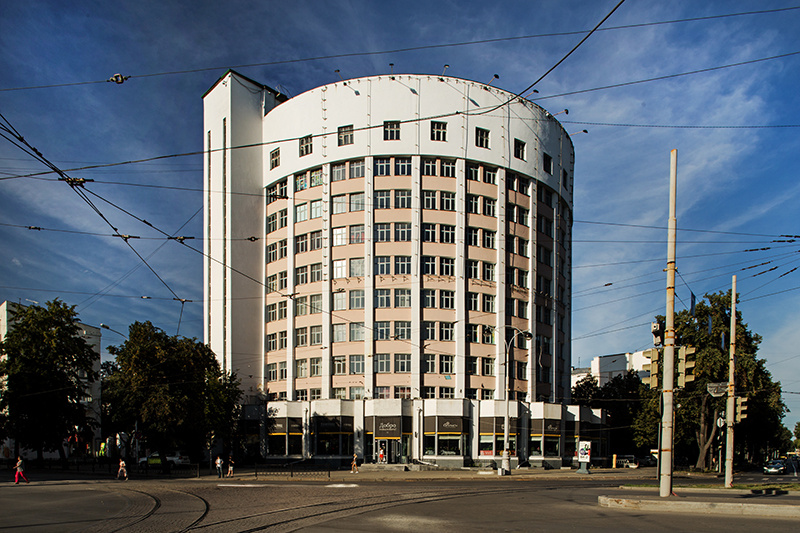 Constructivist architecture in Ekaterinburg: the Iset Hotel, that used to be a dormitory for young officers of NKVD (later known as KGB), built between 1929 and 1936 © Roberto Conte