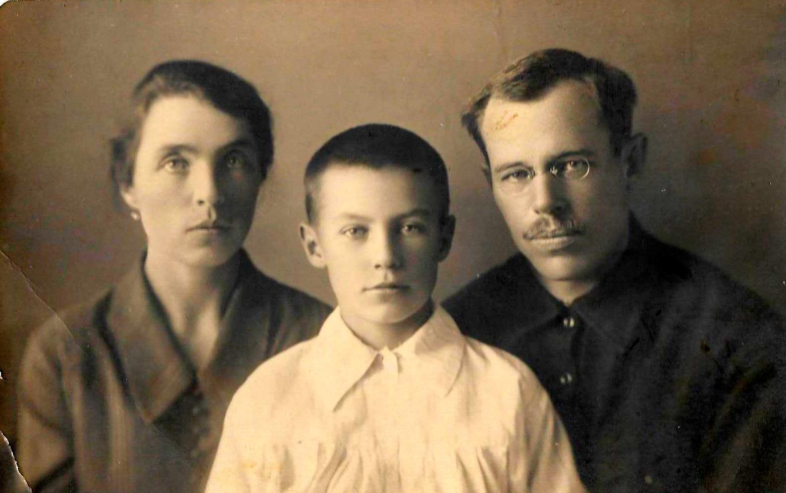 Екатерина, Витя и Николай Кадкевичи