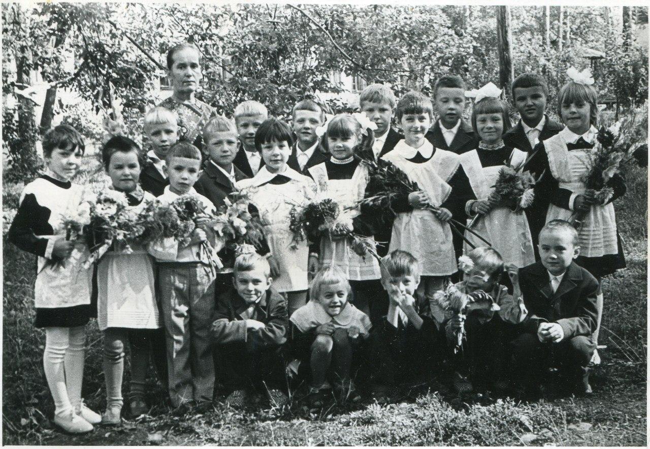 «Первый раз в первый класс». Школа при свердловском детском тубсанатории, 1970-е. Фото из личного архива Андрея Хохлова