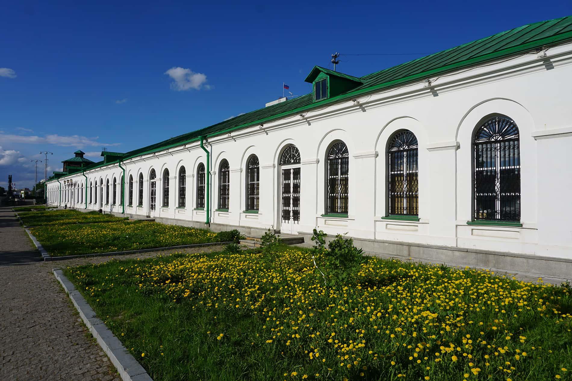 Белые корпуса на Плотинке принадлежали Механической фабрике, а не Екатеринбургскому заводу.