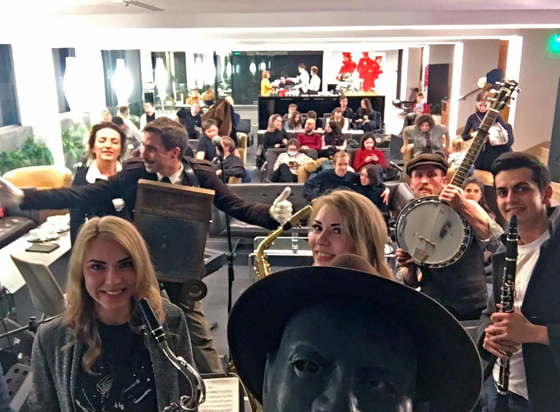 Kickin' Jass Orchestra перед выступлением