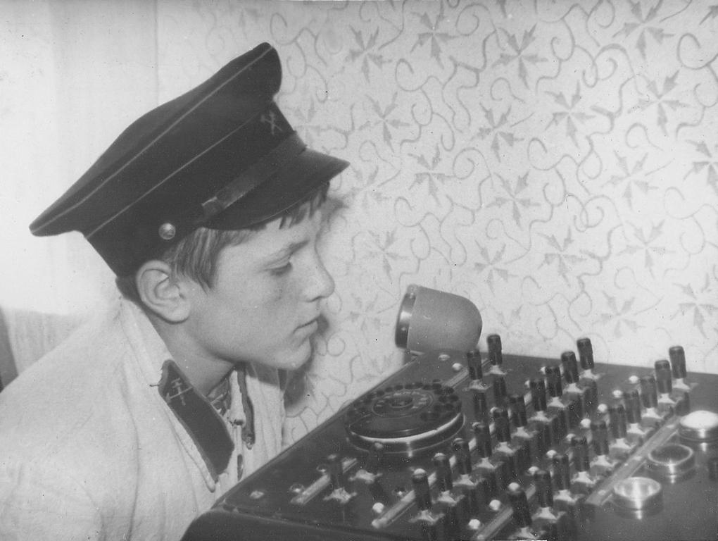 Диктор станции Наукин Вова предупреждает о скором отправлении