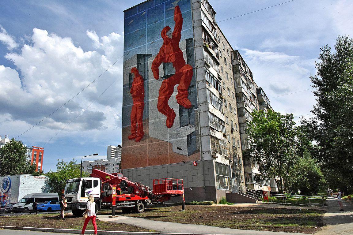 Роспись «Волонтёры» команды «Граффити 24» на улице Старых Большевиков 52, Екатеринбург, фото: уральский-рабочий.рф