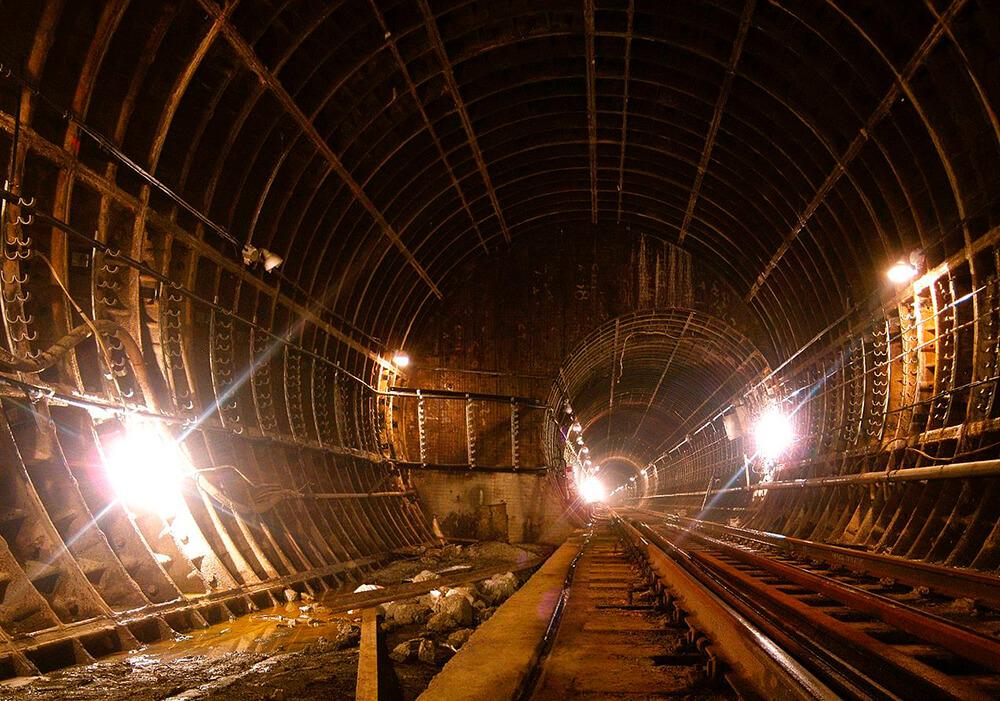 Станция метро «Бажовская»